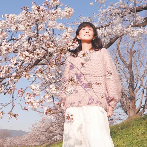 Romantic Moment Debut Album by Emiko Sato, Emiko during the photo shoot